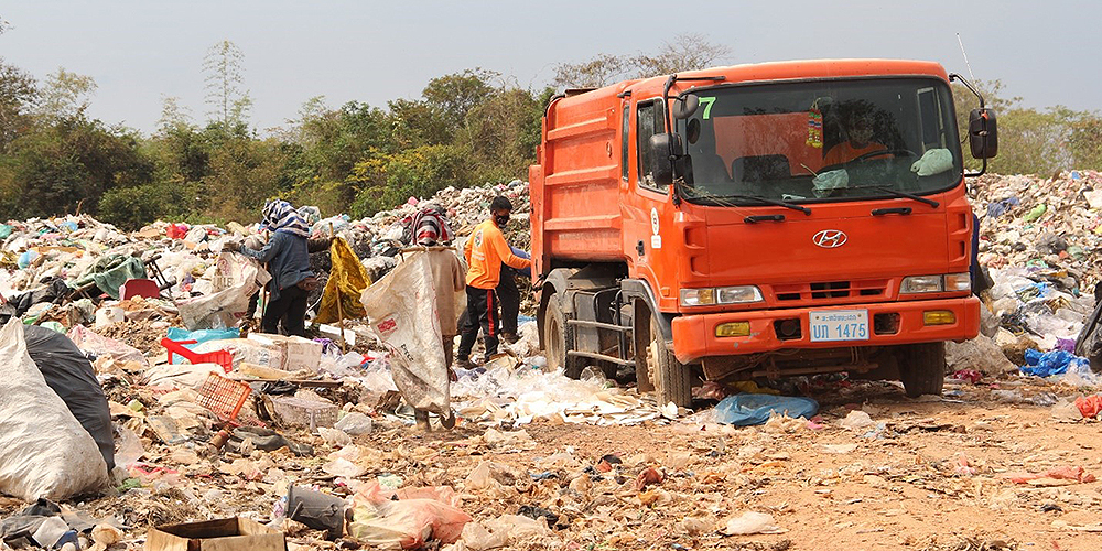 The previous contractor was not able to collect garbage from households regularly and failed to properly manage dumpsite operations at Kaysone Phomvihane City. Photo credit: ADB.