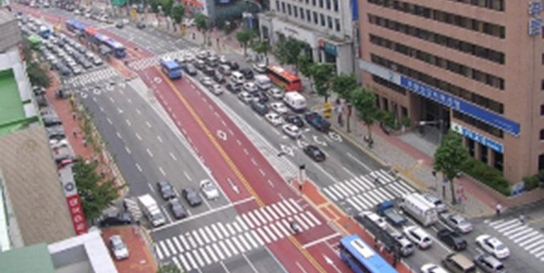 A busy thoroughfare in Seoul. Photo credit: K-Developedia.