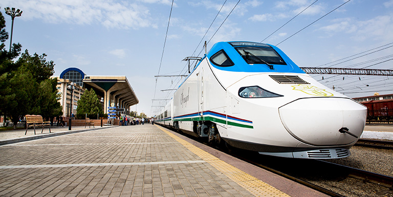 Looking at the experience of other countries, high-speed trains are competitive with airplanes for distances less than 1,000 kilometers. Photo credit: ADB.