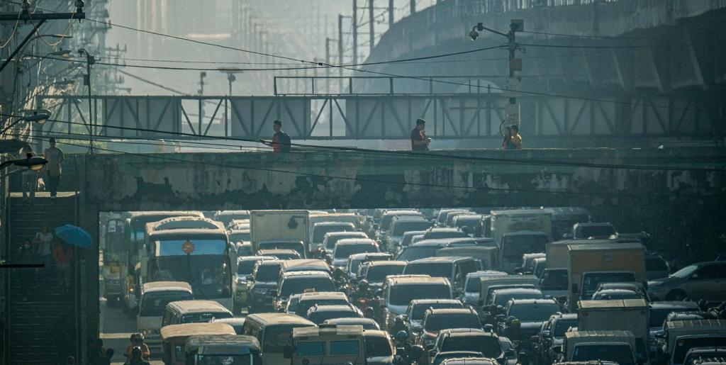 Small and medium-sized cities in developing economies have the highest potential for avoiding the mistakes that keep many megacities trapped in traffic gridlock and air pollution. Photo credit: ADB.