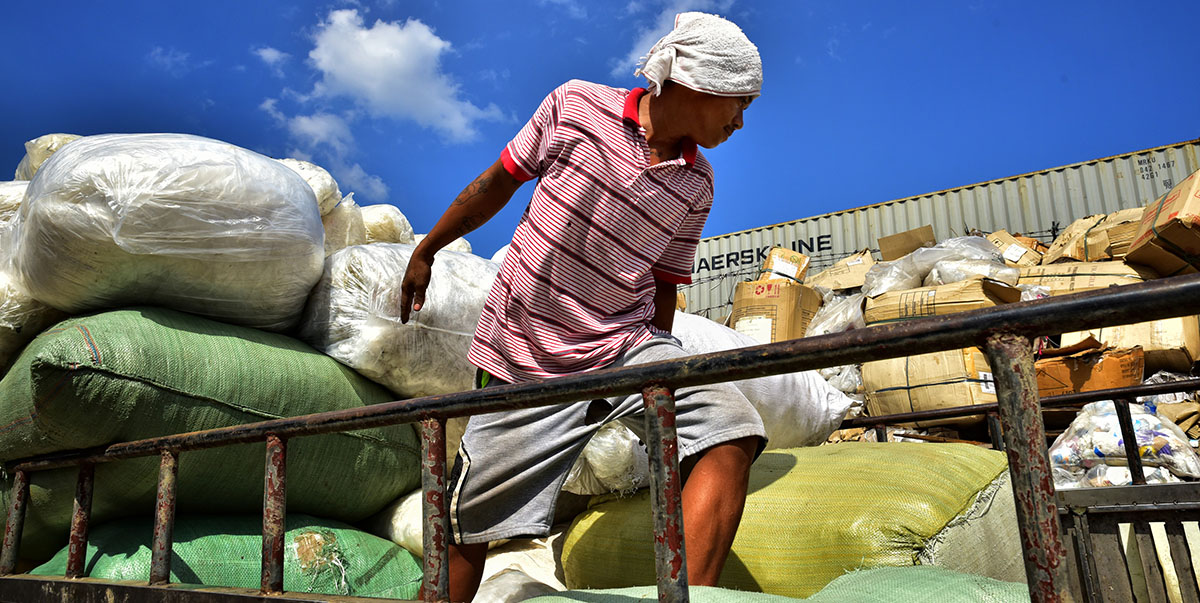 Many informal workers, who are now forced to spend weeks in quarantine, cannot afford to lose even a day's work. Photo exclusively licensed to ADB until 2024.