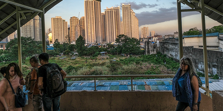 Low-carbon measures, such as redevelopment of urban green spaces, can boost economic recovery and also result in positive health, environmental, and social outcomes. Photo credit: ADB.