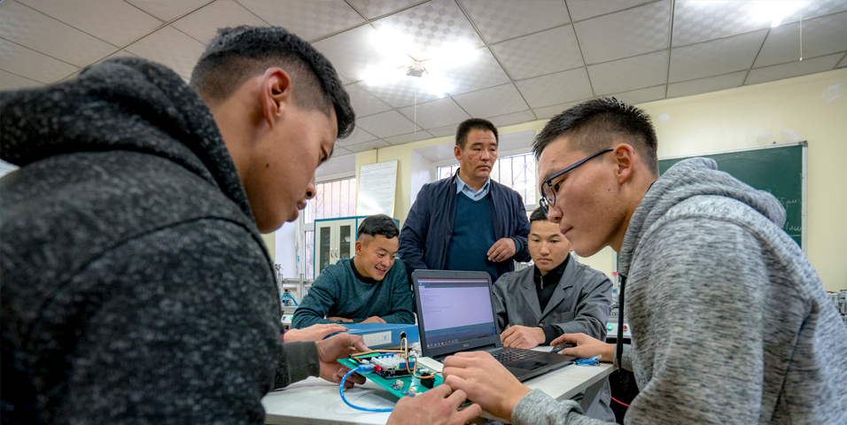 Create an organizational culture that supports innovation and provides tools for creative collaboration. Photo credit: ADB.