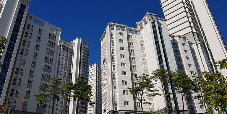 Newly constructed resident complex in the Republic of Korea. Photo credit: KRIHS.