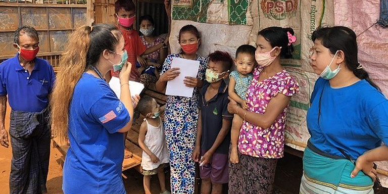 The International Organization for Migration (IOM) conducts outreach and health education for migrant families in Mae Sot, Thailand in April 2020. Photo credit: IOM.