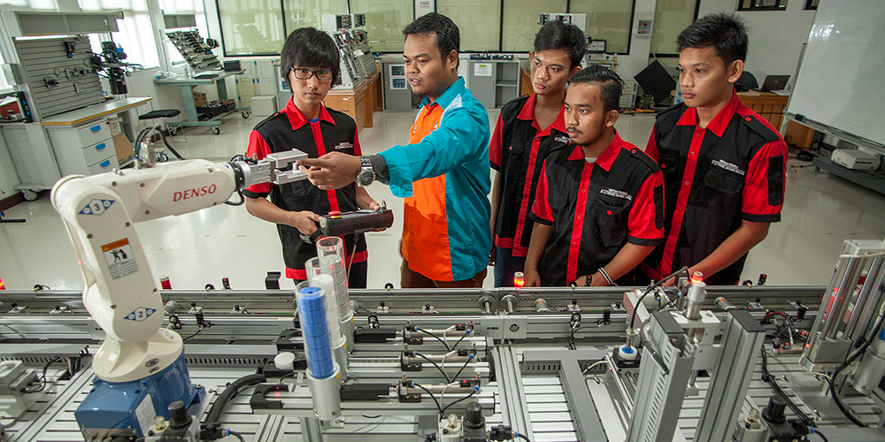 National skills strategies should take into account the growing trend toward automation of routine jobs for efficiency and profitability. Photo credit: ADB.