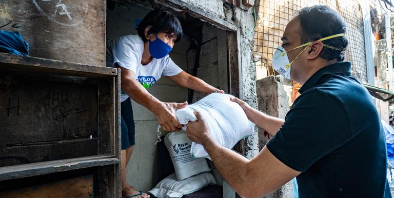 A COVID-19 emergency food program in the Philippines offered an opportunity to design a targeting program based on granular poverty maps that were compiled using traditional and innovative data sources and artificial intelligence. Photo credit: ADB.