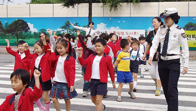 Children participate in a traffic safety campaign held in Gunsan City in the Republic of Korea. Photo credit: The Korea Transport Institute.