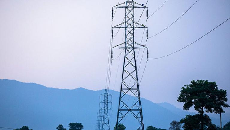 These transmission lines deliver electricity from Syanja to Butwal, Nepal. Photo credit: ADB.