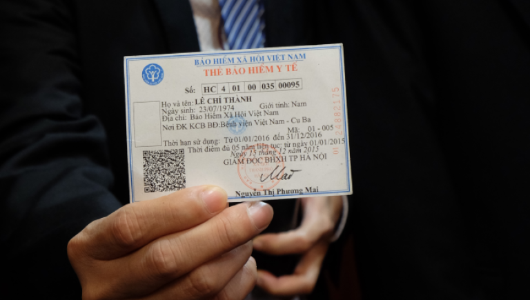 In Viet Nam, smart cards help people, including the poor, connect to government services. Photo by Edsel Roman.