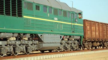 A train on the track of the Hairatan to Mazar-e-Sharif Railway connecting Afghanistan to Uzbekistan. Photo credit: ADB.