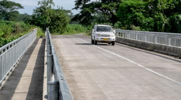The project rehabilitated 63 kilometers of road and constructed 84 crossings in Makira, West Guadalcanal, and North Malaita provinces. Photo credit: ADB.