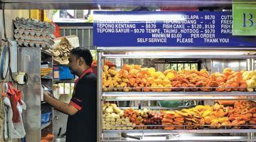 A typical stall within a hawker center in Singapore. Photo credit: Matthew Hine, CC by-NC-2.0