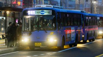 Seoul's Night Owl Bus Services demonstrates an innovative use of disruptive technologies and big data analytics in developing optimal bus routes and convenient public transportation services. Photo credit: Seoul Urban Solutions Agency