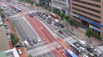 A busy thoroughfare in Seoul. Photo credit: K-Developedia.