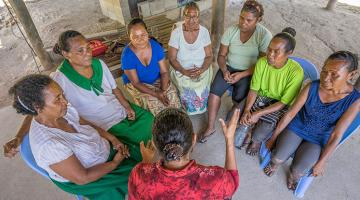 Storytelling is relevant to many of the cultures in the Pacific and can be used in project evaluation. Photo credit: ADB.