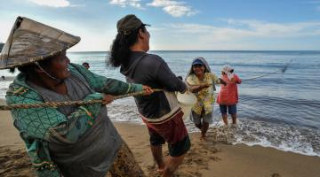 Destruction of ocean ecosystems can result in less catch. Photo credit: ADB.
