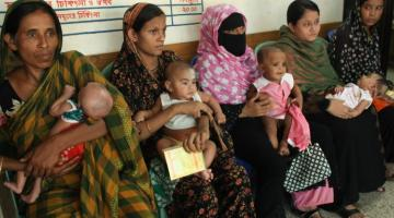 Women wait with their children in the Alhaz Johurul Islam City Maternity Centre at Mirpur, Dhaka. Photo credit: ADB.