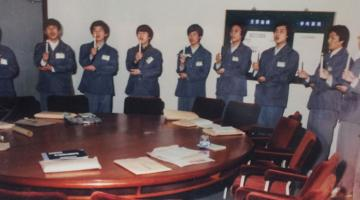 A candle ceremony for a group of civil service trainees in the Republic of Korea.  Photo credit: K-Developedia