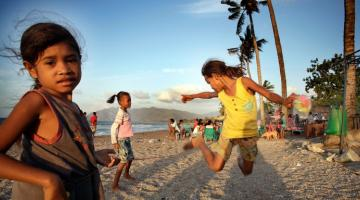 Children playing on Dili beach, Timor-Leste. Photo credit: ADB.