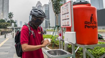 In Jakarta, public hand washing facilities were provided at strategic locations for commuters as a measure to prevent the spread of COVID-19. Photo credit: ADB.