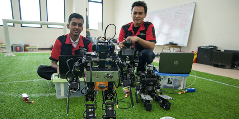 Learning activities must incorporate design thinking, solution making, and problem solving tasks, leveraging emerging computing resources, including artificial intelligence. Photo credit: ADB.