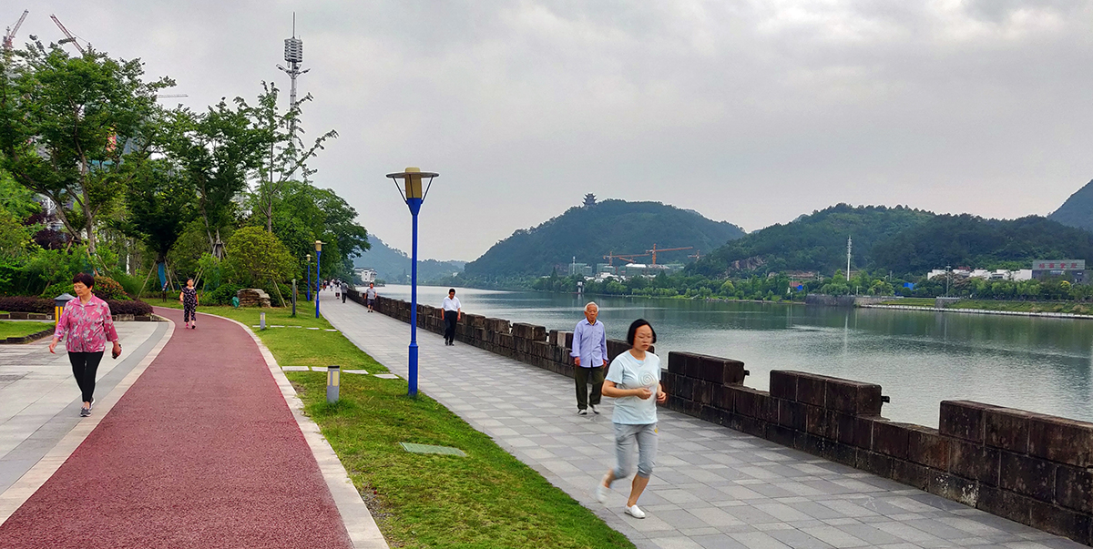 For the Yangtze River Economic Belt to sustain growth, the region needs to address environmental issues, such as pollution in Xin'an River and other tributaries. Photo credit: ADB.